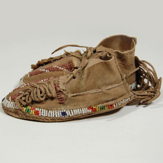 Beadwork moccasins cheyenne nation c3732c adobe for Cheyenne tribe arts and crafts