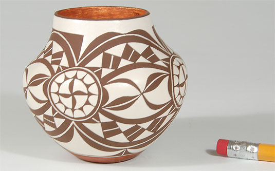 Illustration of the scale of this miniature pottery vessel.