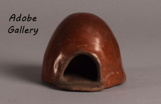 Alternate view of the pottery horno.