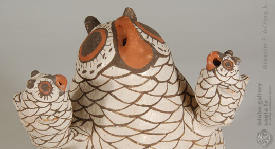 Close up view of this figurine and owlets.