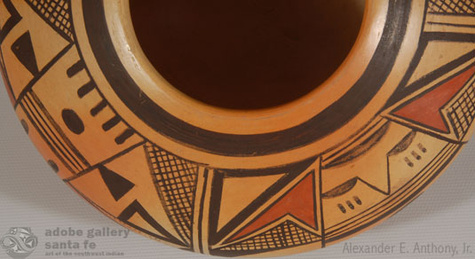 Close up view of the design on this jar.