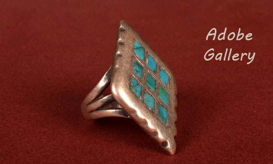 Alternate view of the side of this ring.