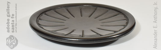 Alternate side view of this plate.
