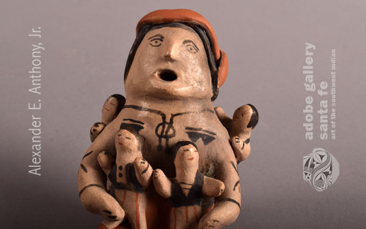 Close up view of this figurine.