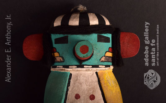 Close up view of the face of this kachina.