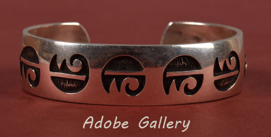Alternate View of this silver bracelet.