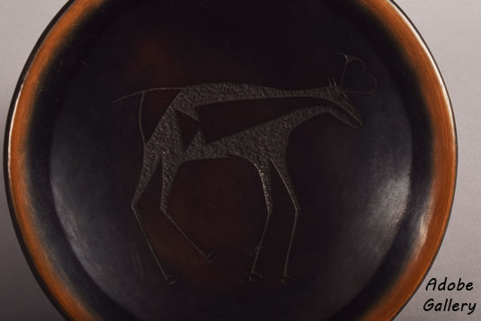 Close up view of the Sgraffito animal.