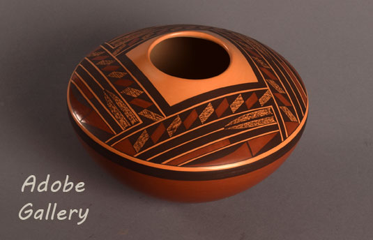 Alternate side and top view of this Hopi seed jar.