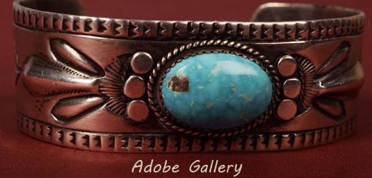 Close up view of the front of this silver and turquoise bracelet.